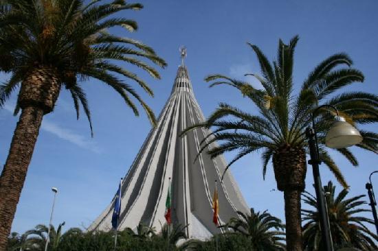 Hotel del Santuario: Madonna delle Lacrime across the street
