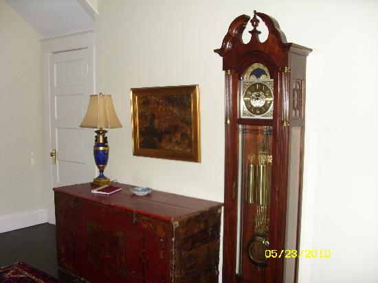 The Galloway House Inn: Grandfather Clock