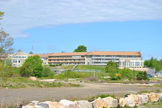 Atlantica Oak Island Resort & Conference Centre : View of the resort from the water