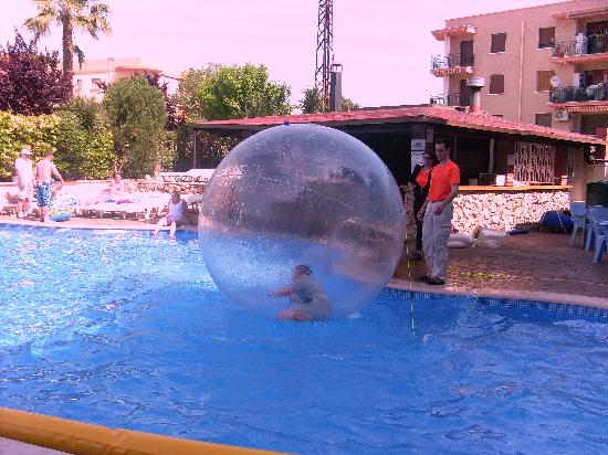 Hotel Villamarina Club: at the pool