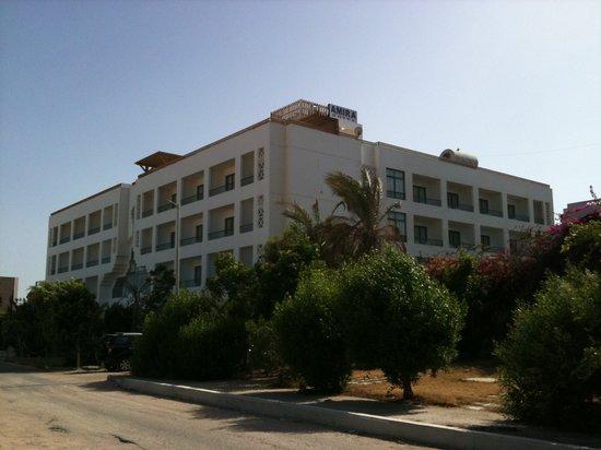 Amira Divers Inn: extérieur de l'hotel