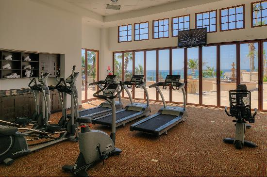 Welk Resorts Sirena Del Mar: Fitness Room with view of ocean