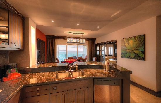 Welk Resorts Sirena Del Mar: Penthouse living and dining areas