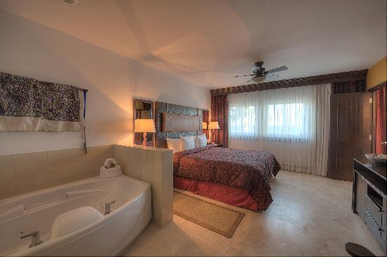 Welk Resorts Sirena Del Mar: Premier Bedroom with Whirlpool
