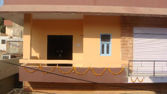 Ganesham Guest House: front looking