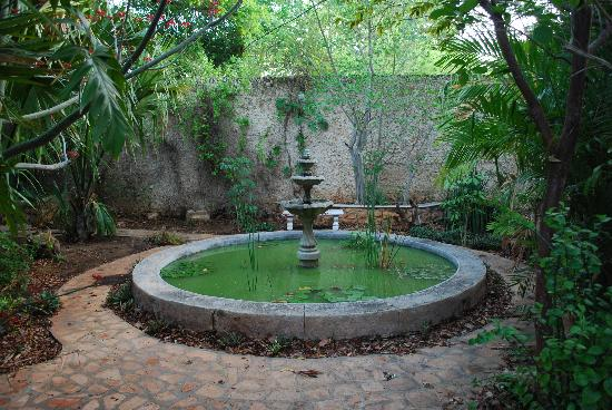 The Villa Merida: picture of one of the many fountains you will see