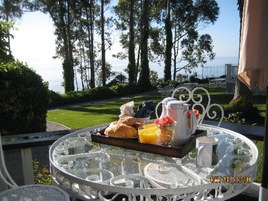 Monarch Cove Inn: Breakfast included