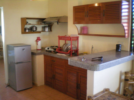 Sulu-Plaza Beach Hotel: Kitchen in apartment room.