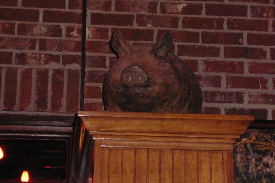 Hoover, AL: Pig decor
