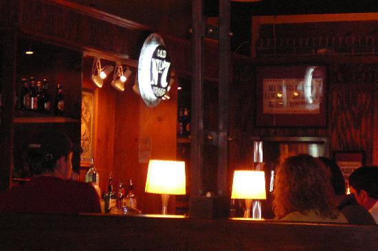 Hoover, ألاباما: Jim 'N Nicks bar area