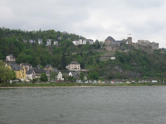 Loreley-Jugendherberge St. Goar: Rheinfels Castle above the hostel