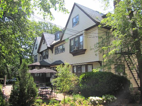Longwood Inn: This beautiful property