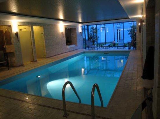Hotel Villa Hugel: Swim