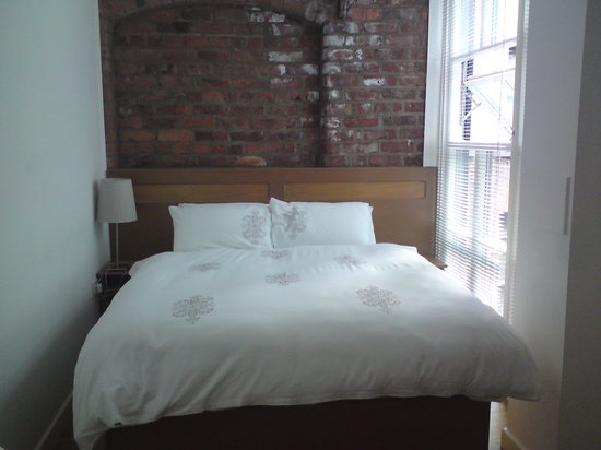 Bachers of Manchester : Lovely bedroom with exposed brick wall