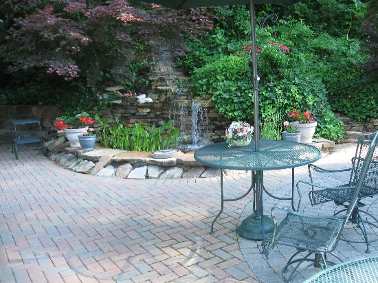 Black Forest B&B and Luxury Cabins: Courtyard of the Black Forest B&B