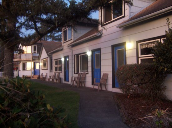 Ocean Rogue Inn: Oceanfront Accommodations