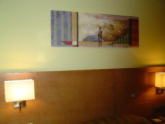 Hotel 4C Puerta Europa: Bed