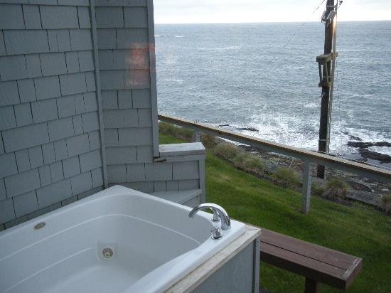 Channel House: Hot tub on the bedroom's deck