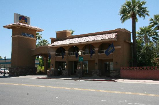 Best Western Rancho Grande: Street view of the hotel