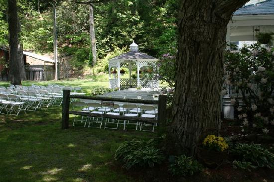 Taylor House Inn: Wedding at the Gazebo