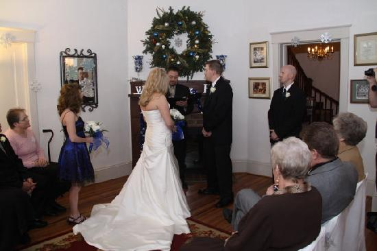 Taylor House Inn: Wedding in the House