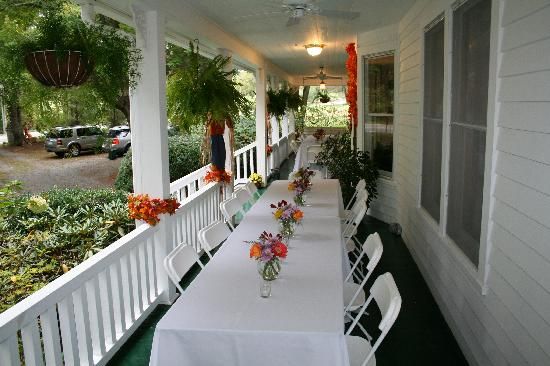 Taylor House Inn: Wedding on the Porch