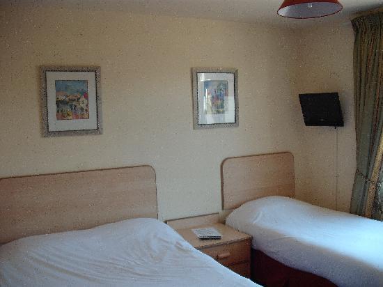 ABC Motels: Room 17 pic1