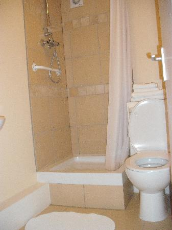 ABC Motels: bathroom in room 17