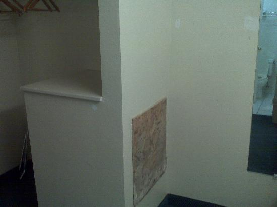 Motel 6 Globe: Plywood patch for wall