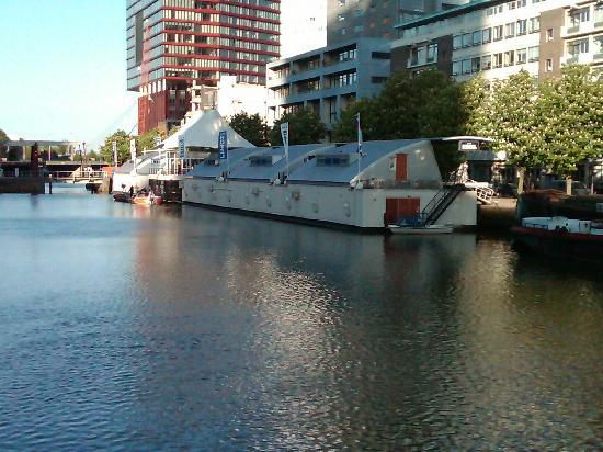 H2otel from outside - Foto van H2OTEL Rotterdam, Rotterdam ...