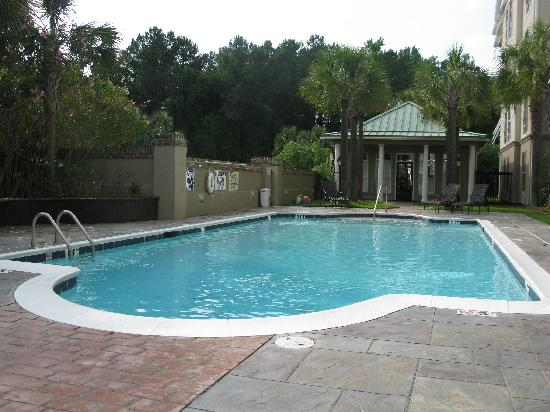 Hampton Inn & Suites Charleston /  West Ashley: Pool area