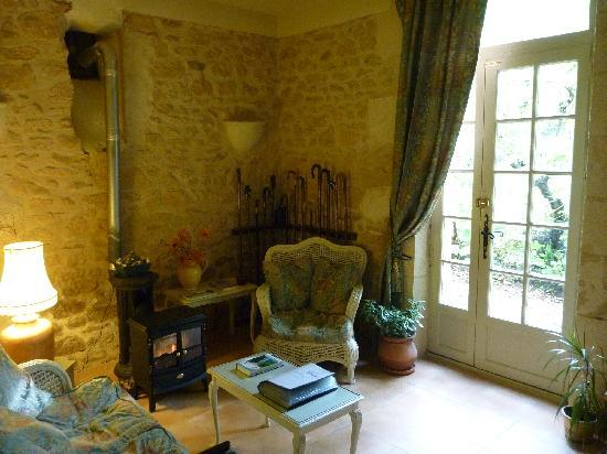 Le Jardin Sarlat: Private sitting room with books, games and computer
