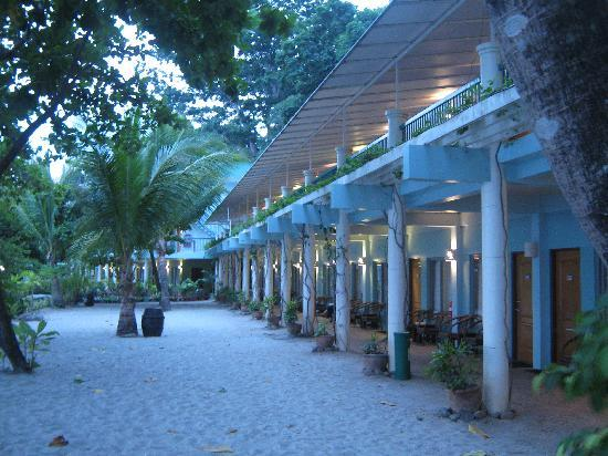 Camayan Beach Resort and Hotel : Beach View Rooms