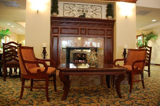 Homewood Suites by Hilton San Diego-Del Mar: Fireplace in the lobby