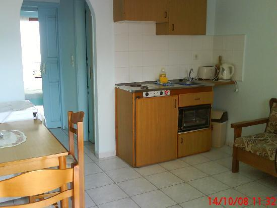 Janet's Apartments Elounda: Kitchen/dining area