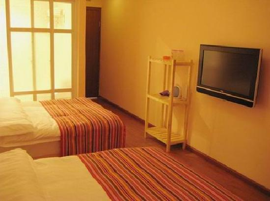 Long May Youth Hotel : twin bed ensuite