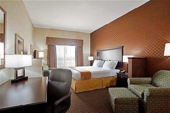 Holiday Inn Express Hotel & Suites Peru: King Suite