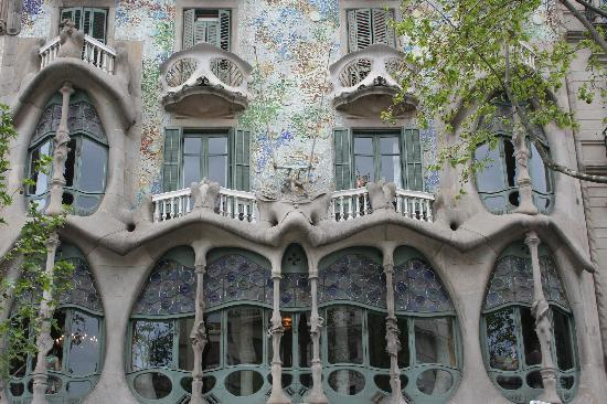 Gaudi 39 s house of skulls and bones picture of casa batllo for Picture of house