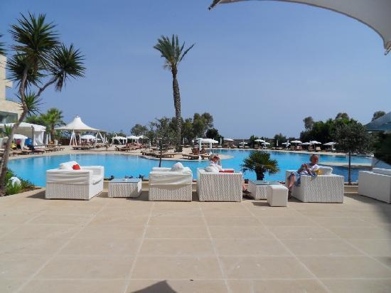 Grecian Park Hotel : Pool area