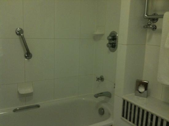 โรงแรมคิงส์เวย์ ฮอลล์: Salle de bain