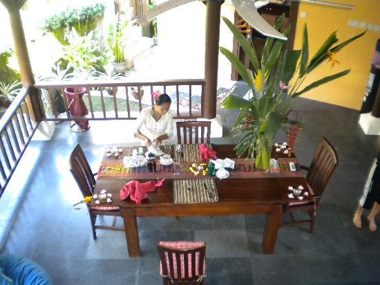 Villa di Abing: Breakfast time
