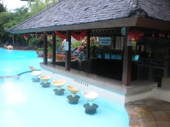 Hotel Kumala Pantai: Awesome swim up bar