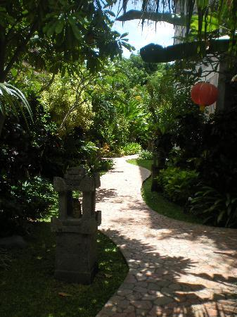 Hotel Kumala Pantai: Amazing Gardens