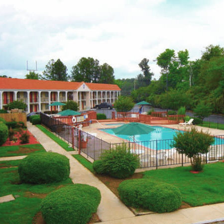 Forsyth, GA: Welcome to the Hilltop Garden Inn