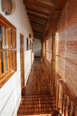 Miss Margrit's Guest House: Upstairs corridor