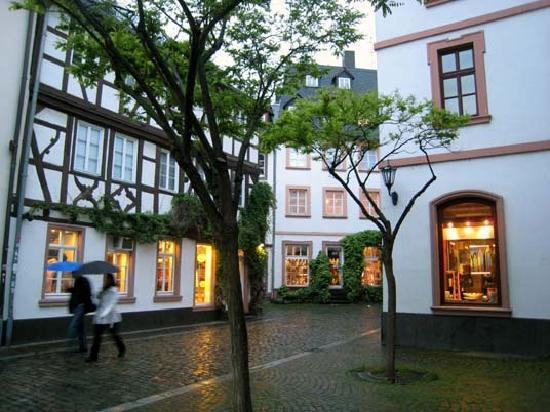Hilton Mainz City: Near Weissliliengasse