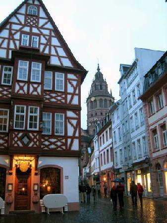 Hilton Mainz City: Near Cathedral