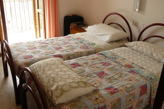St. Anthony's Guest House : twin bed