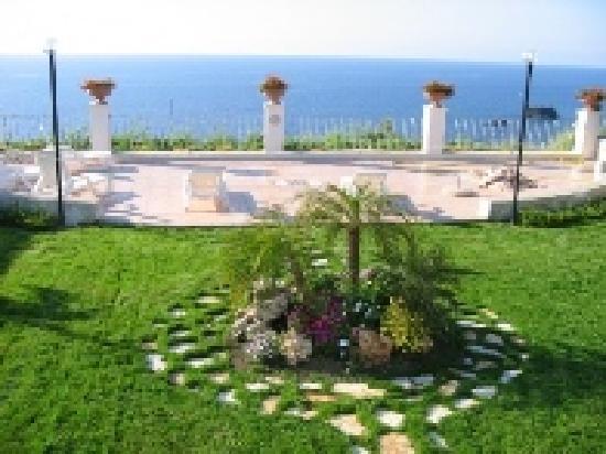 Albergo Belvedere: Giardino con Terrazza