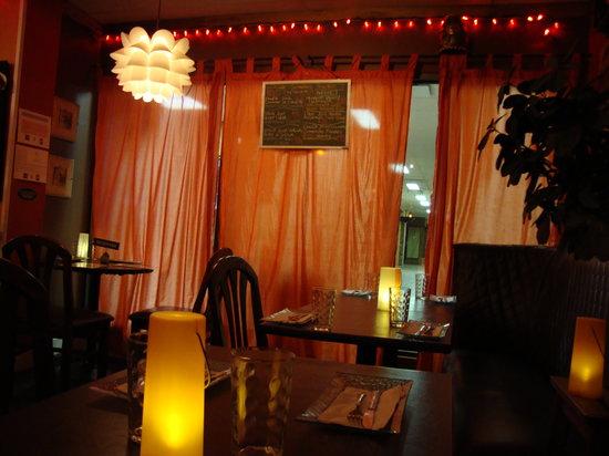Nourish Bistro: Dining area